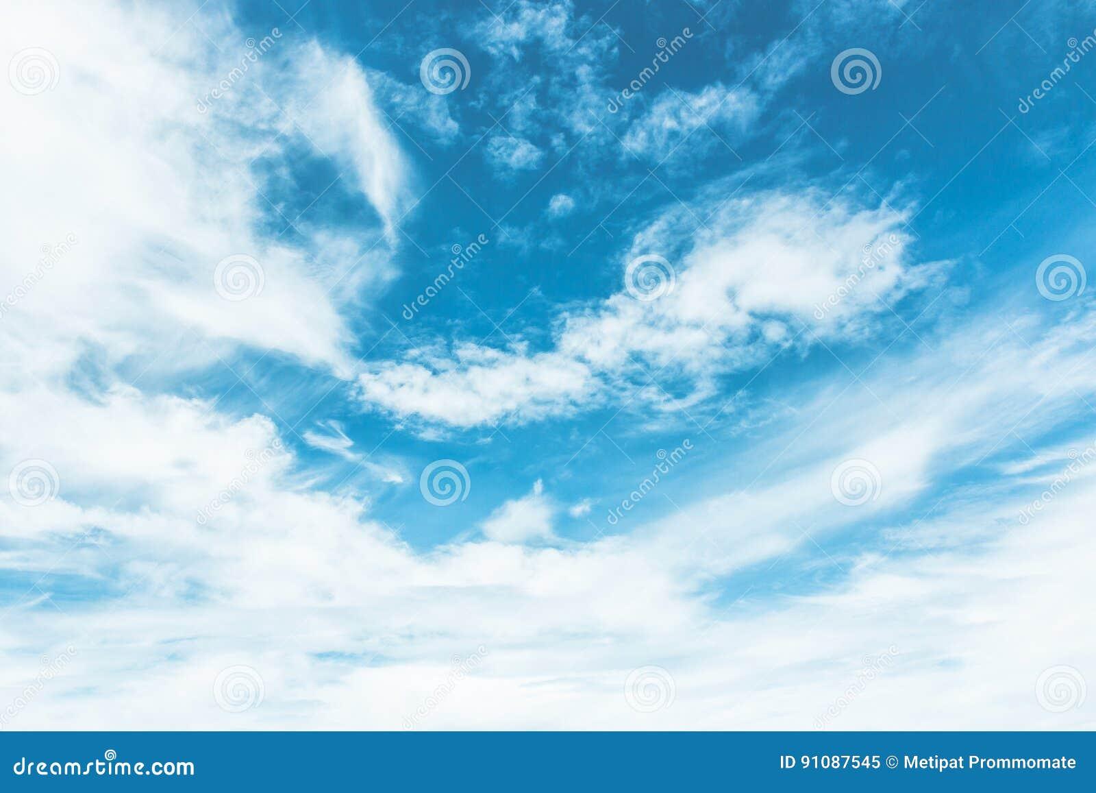 Blauer Himmel Gemalt Mit Weißen Wolken Stockbild - Bild von gemalt ...