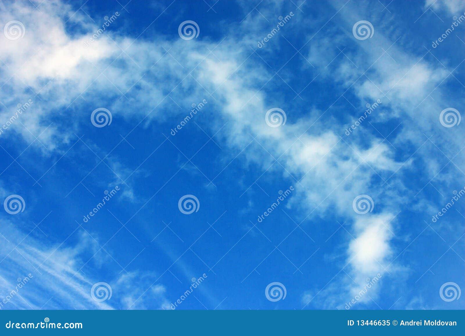 Blauer Himmel Mit Wolken Bild. Bild: 13446635