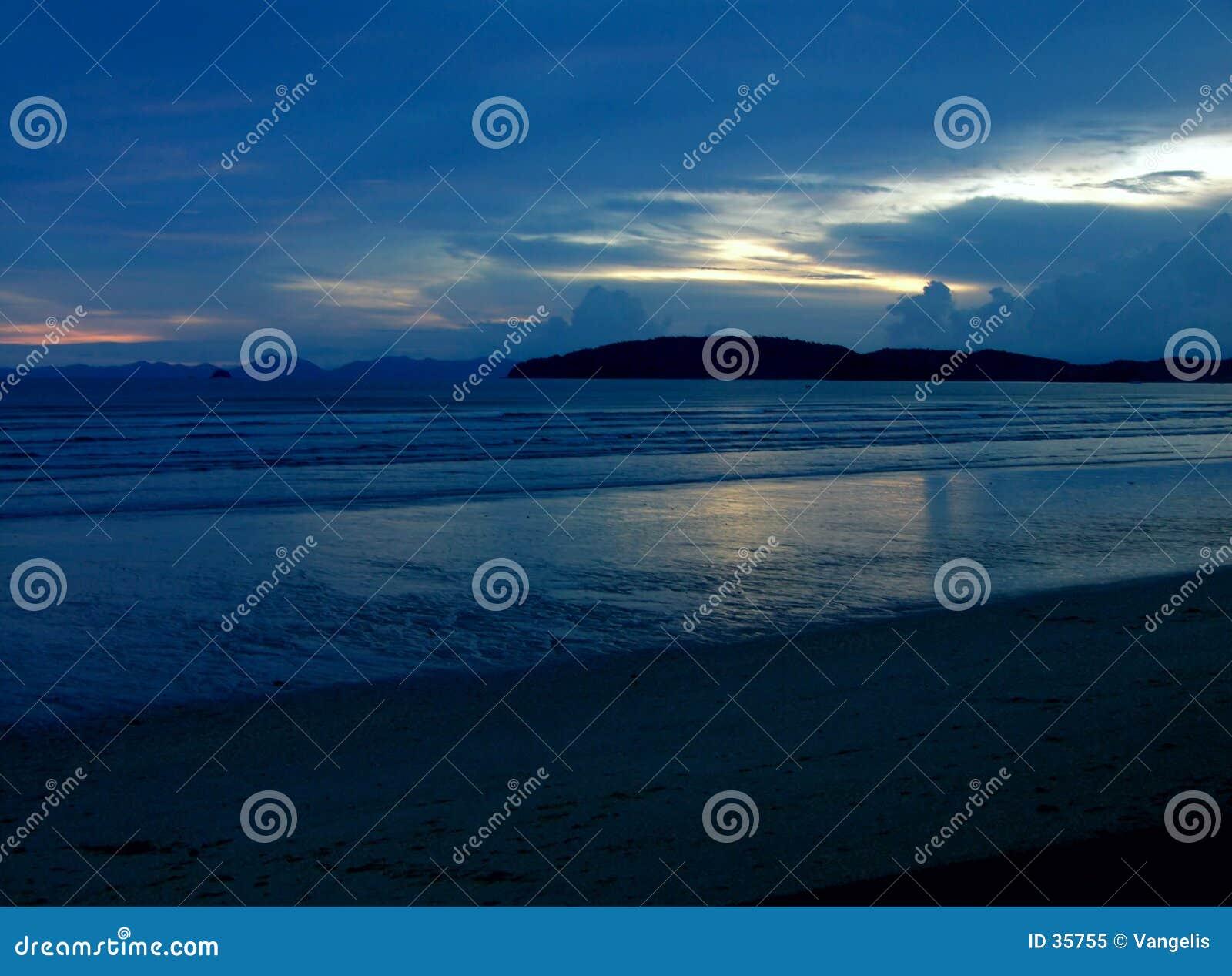 Blauer mystischer Sonnenuntergang II