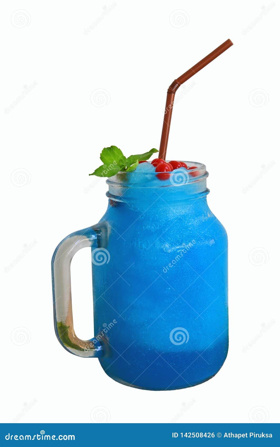 Blaues italienisches Soda gemischt mit Erdbeerknallkrug