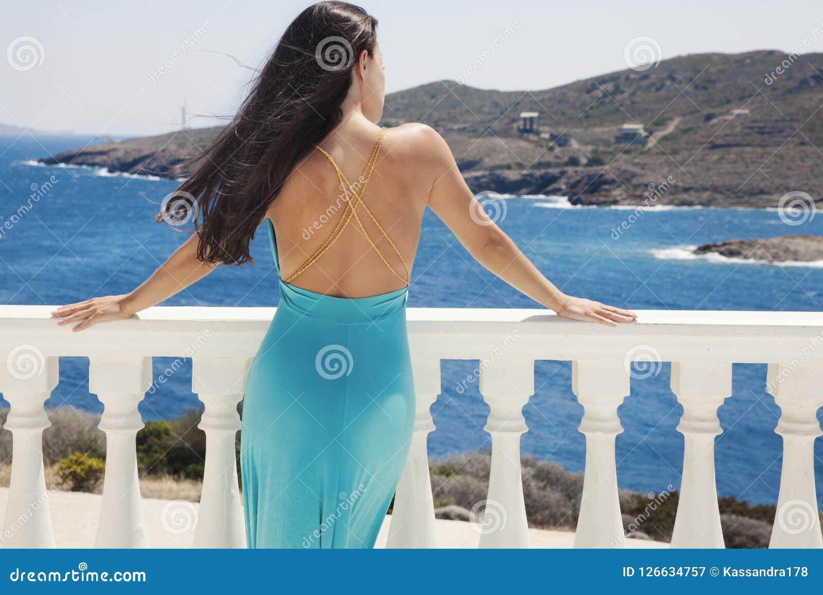 Blaues Kleid und blaues Meer