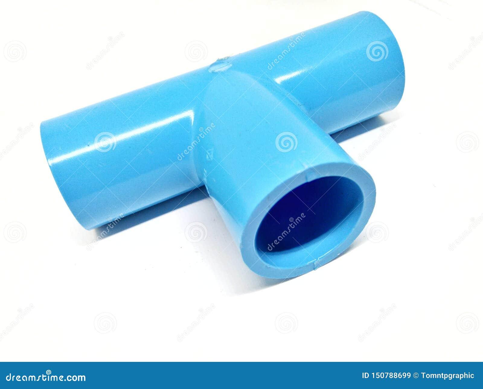 Blaues PVC-Rohr auf einem weißen Hintergrund