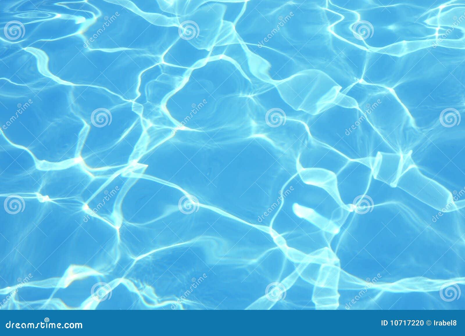blaues wasser im pool stockfoto bild von kr uselung 10717220. Black Bedroom Furniture Sets. Home Design Ideas