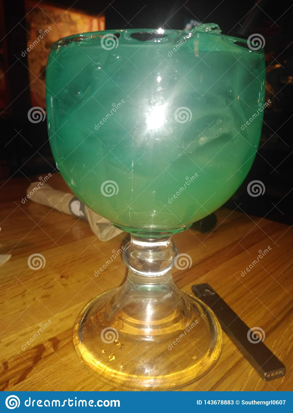 Blauw de alcoholische drank gelukkig uur van de hawaiincocktail