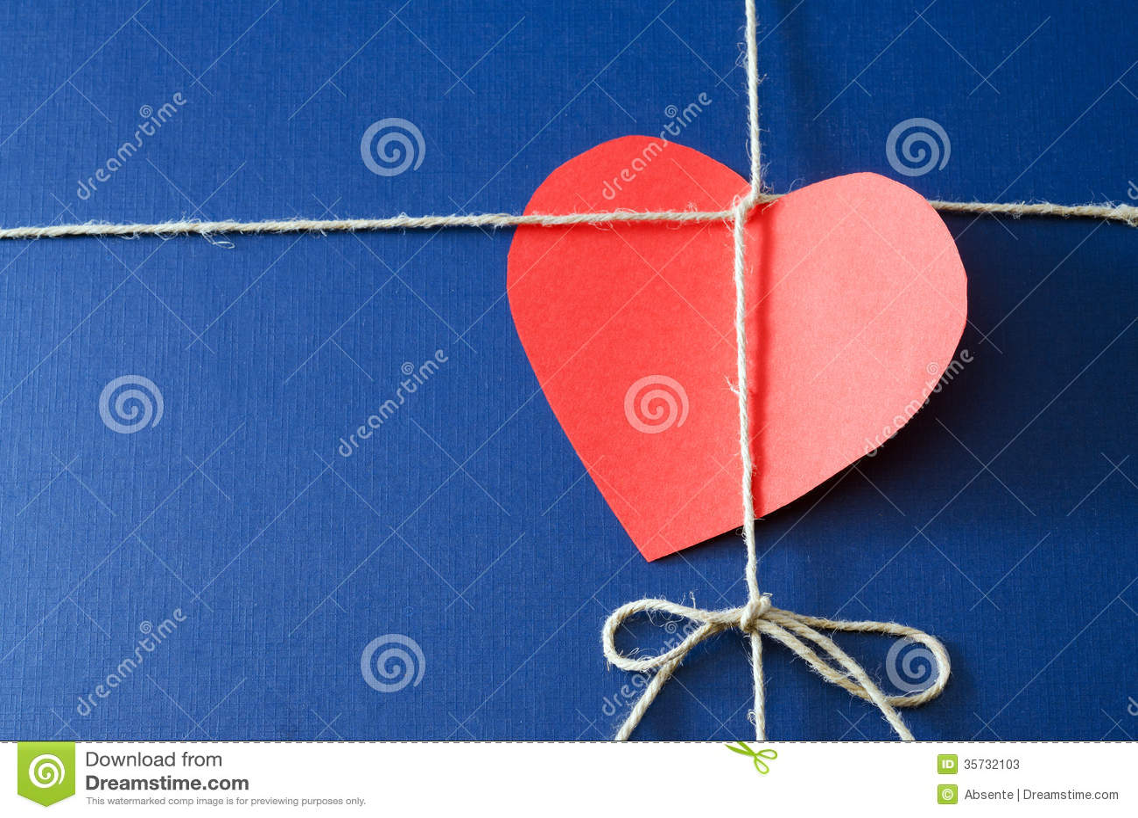 Blauw document pakket met valentijnskaartkaart
