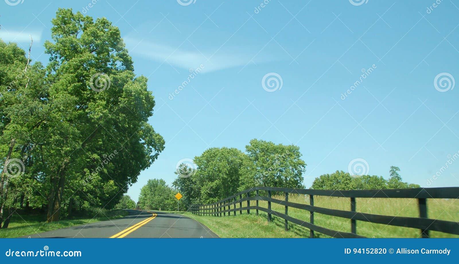 Blauw Ridge Appalachia Open Road - Boyce Virginia