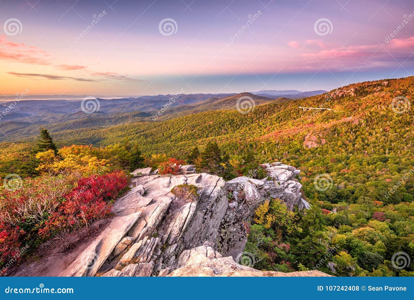 Blauw Ridge Mountains-landschap in Lin Cove
