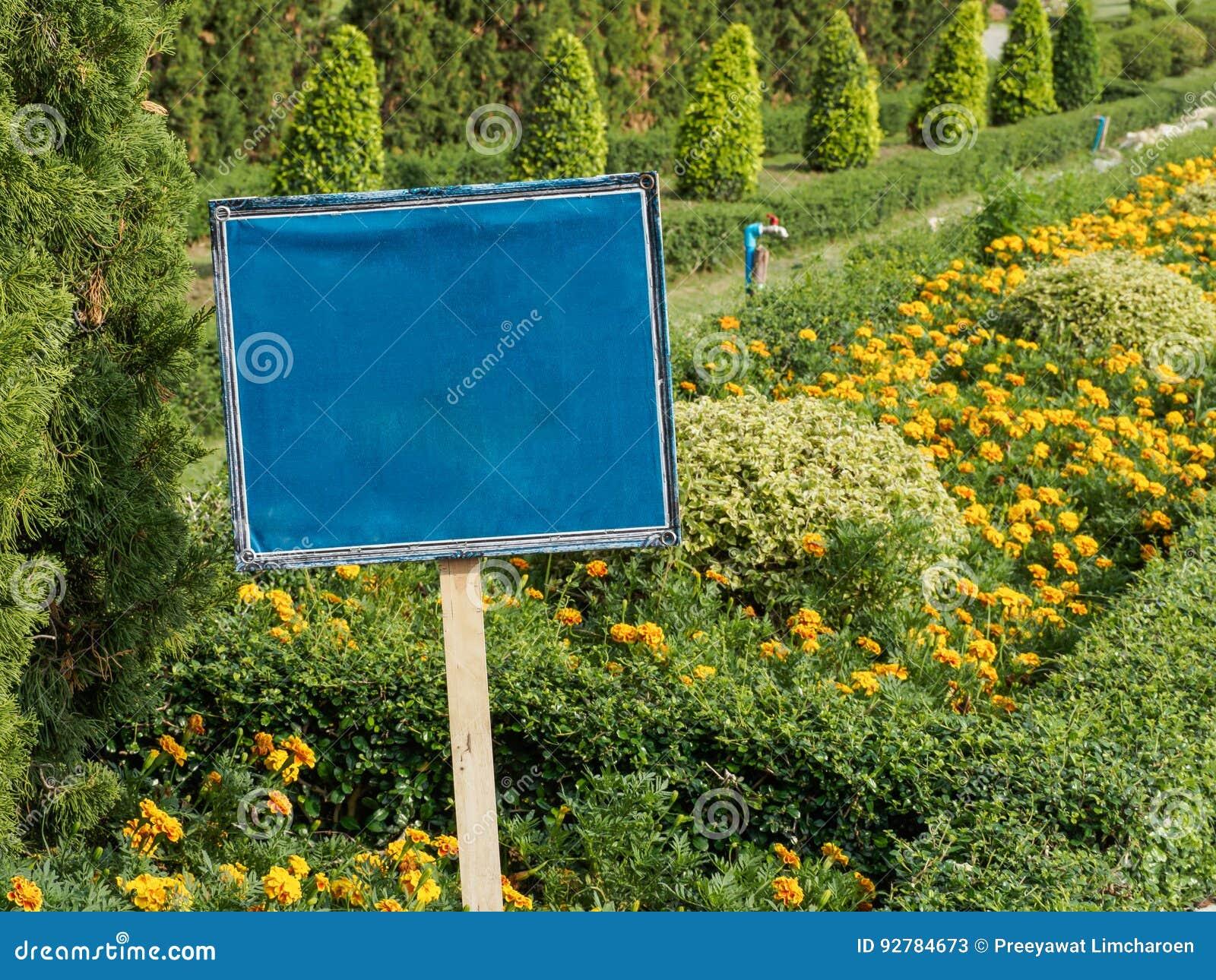 Teken Je Tuin : Blauw teken in de tuin stock afbeelding. afbeelding bestaande uit