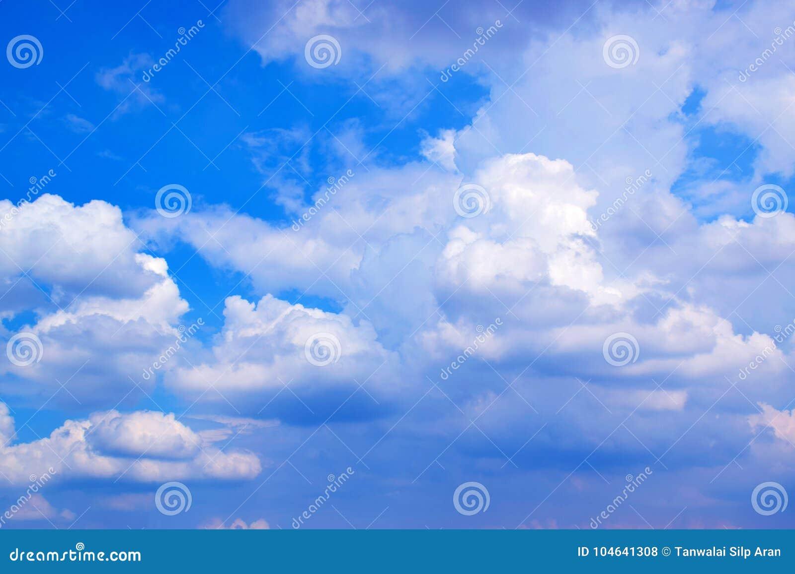 Download Blauwe Achtergrond 171019 0196 Van Hemel Witte Wolken Stock Foto - Afbeelding bestaande uit nave, schoonheid: 104641308