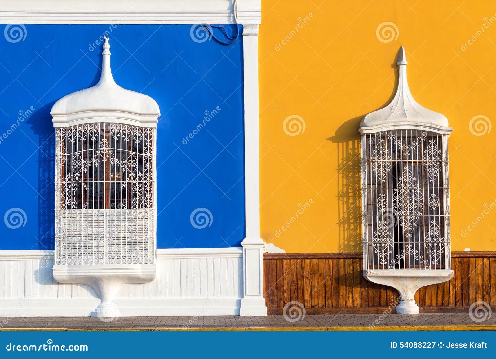 Blauwe en Gele Architectuur in Trujillo