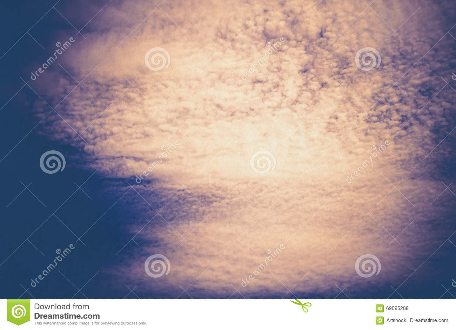 Blauwe geweven hemel en wolken stock foto afbeelding 69095288 - Blauwe hemel kamer ...