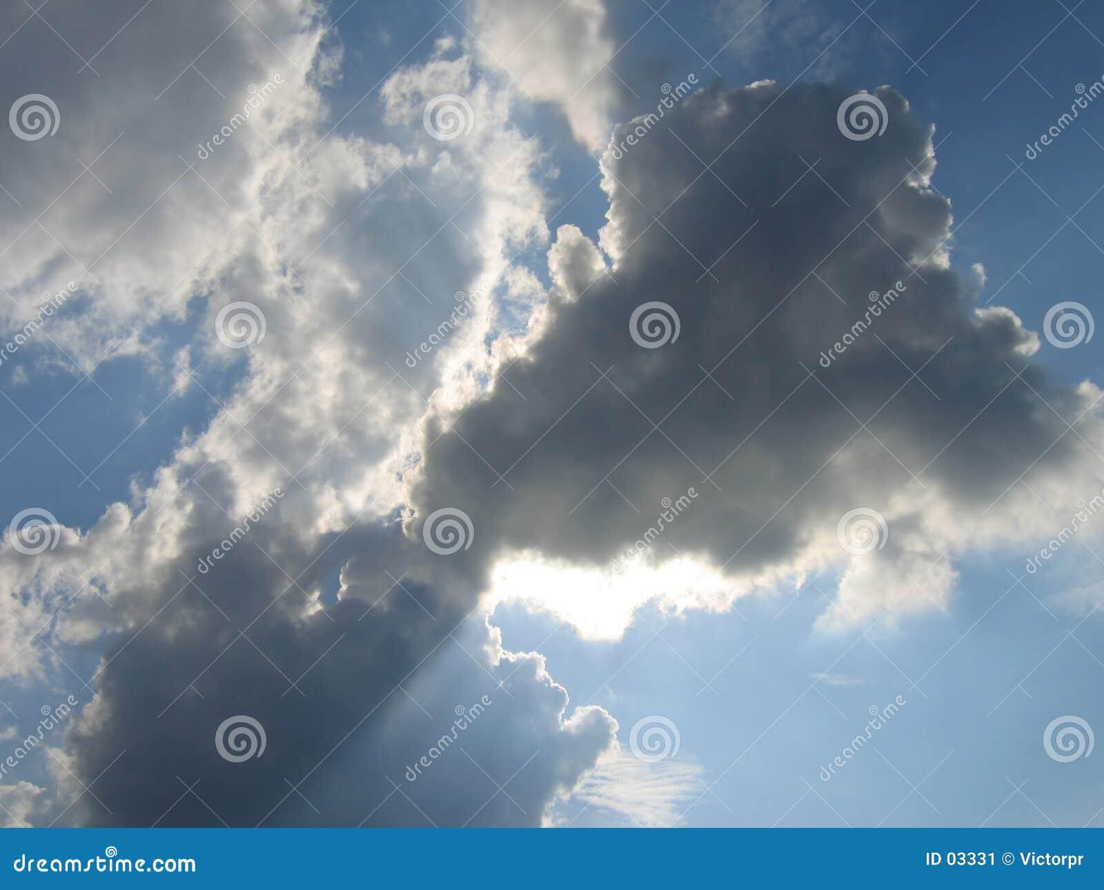 Blauwe hemel in Beieren