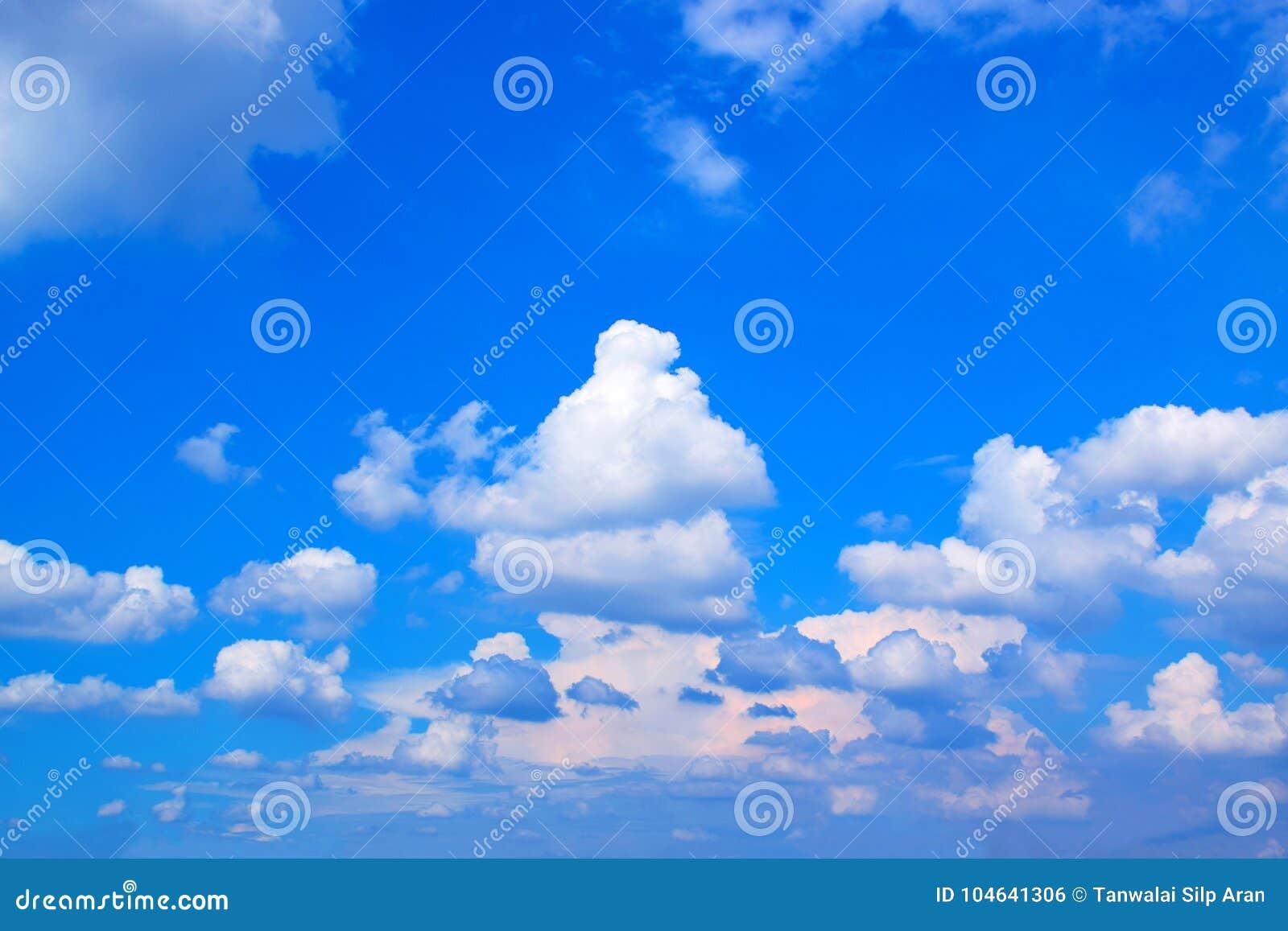 Download Blauwe Hemel En Witte Wolken 171019 0183 Stock Foto - Afbeelding bestaande uit nave, ontwerp: 104641306