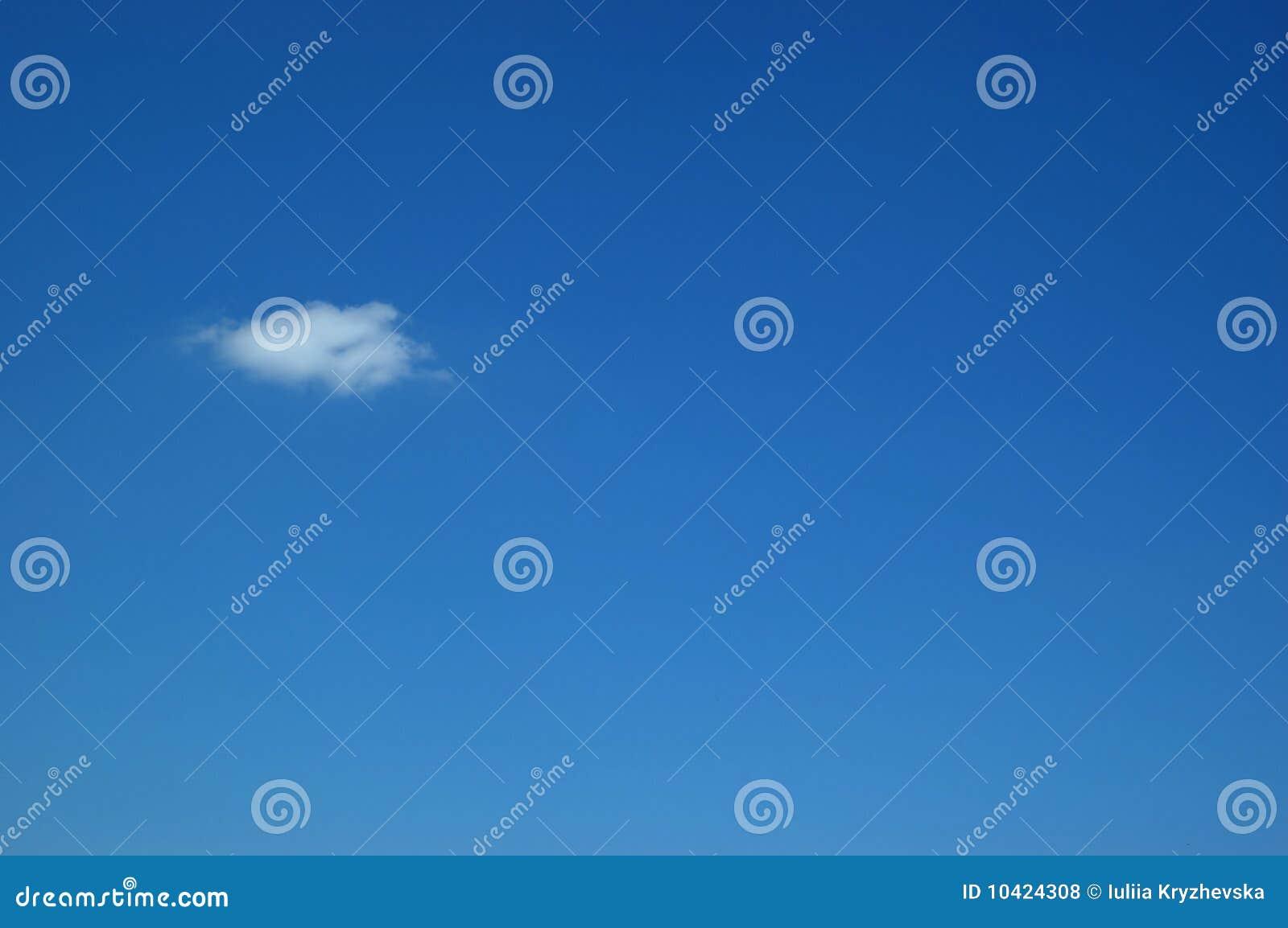 Blauwe hemel en wolk