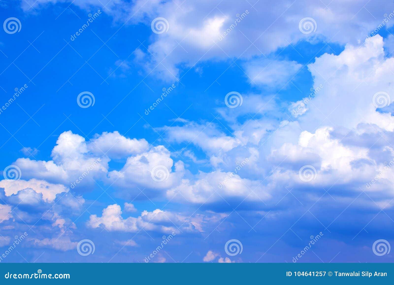 Download Blauwe Hemel Met Wolkenachtergrond 171019 0177 Stock Afbeelding - Afbeelding bestaande uit cloudscape, ruimte: 104641257