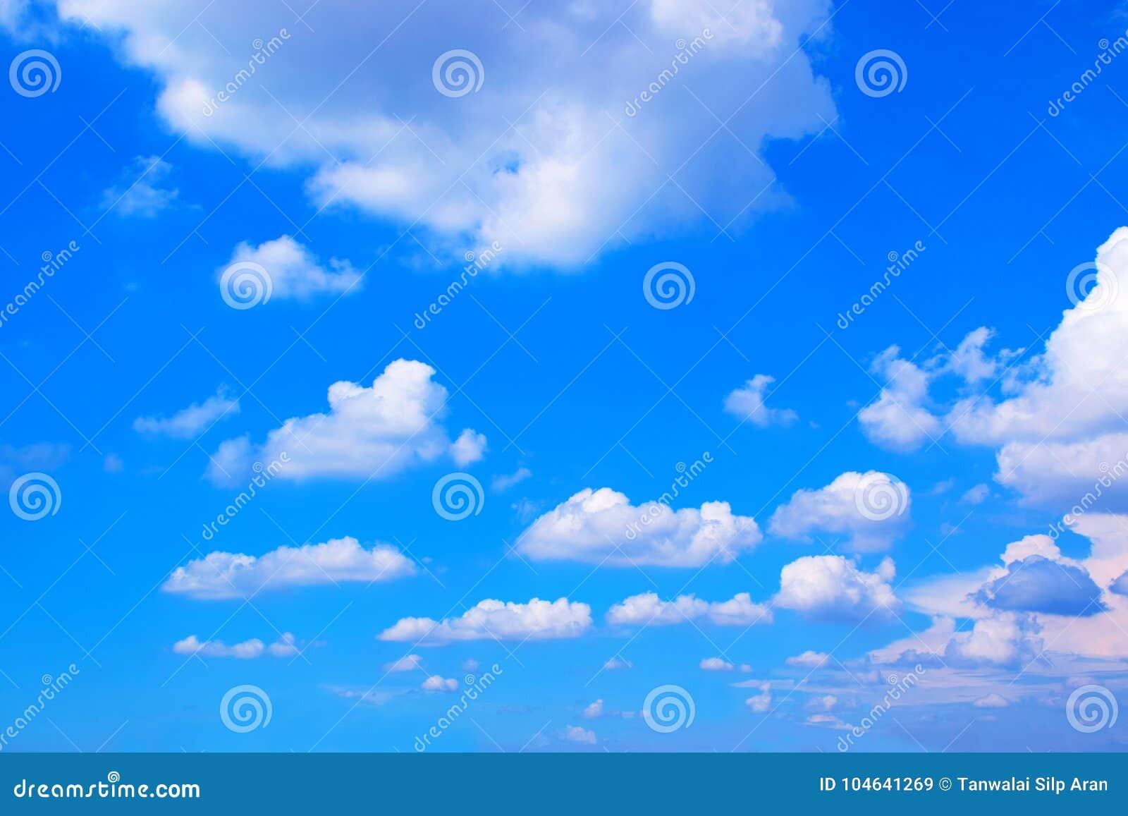 Download Blauwe Hemel Met Wolkenachtergrond 171019 0184 Stock Afbeelding - Afbeelding bestaande uit vrijheid, wolken: 104641269