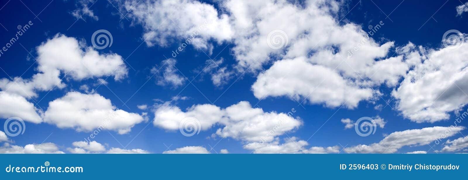 Blauwe hemel panoramische foto