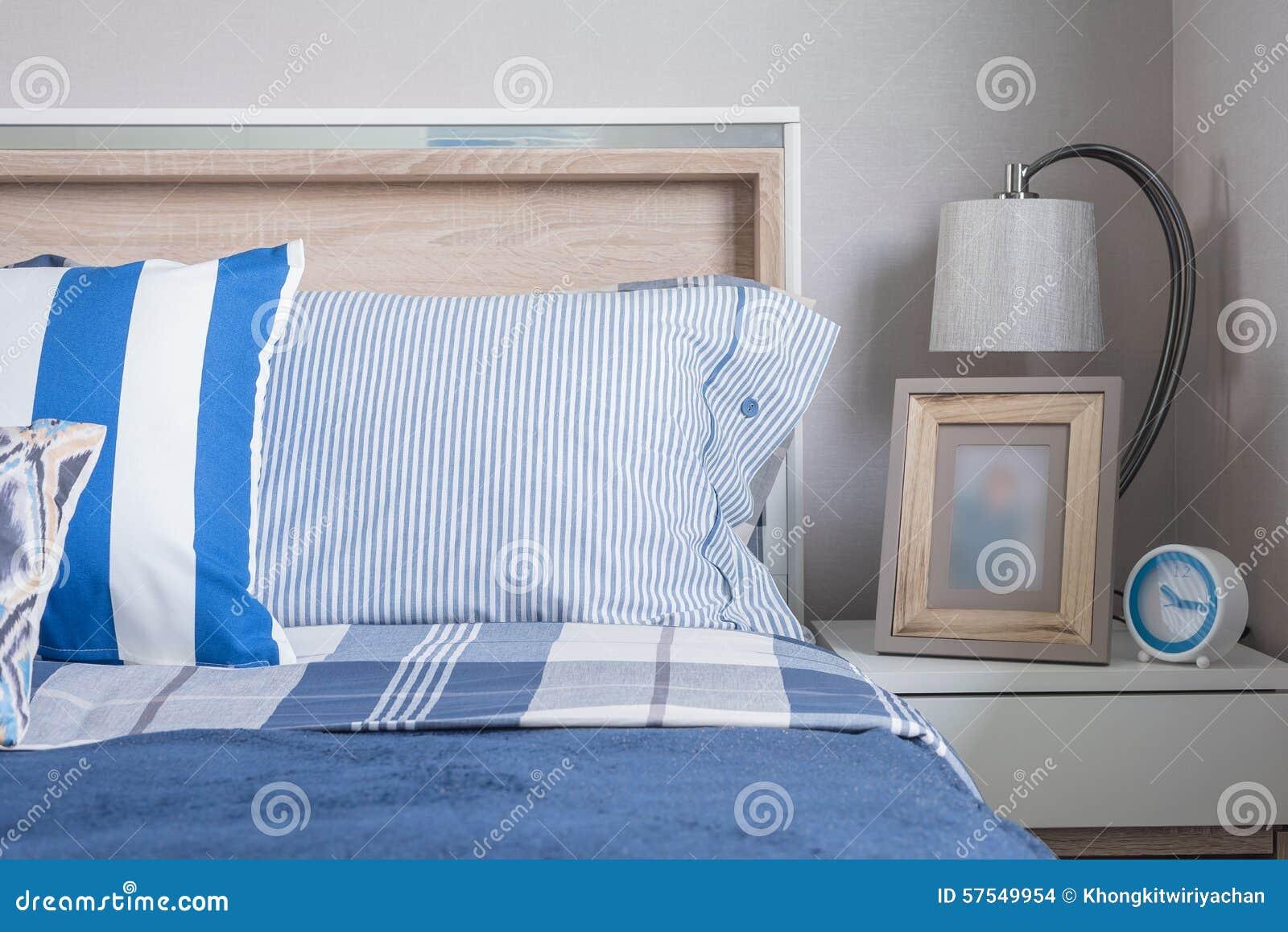 Blauwe Slaapkamer Lamp : Blauwe kleurentoon van de slaapkamer van het jonge geitje met
