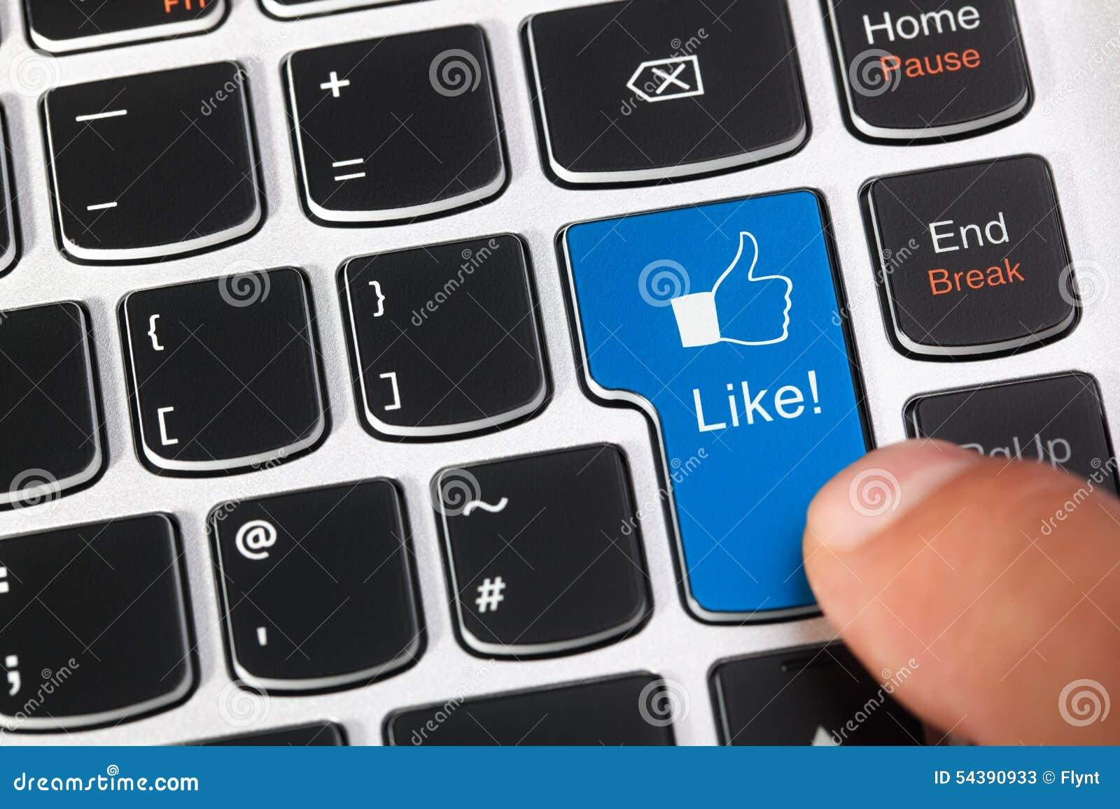 Blauwe toetsenbordsleutel met gelijkaardige knoop en duimen op pictogram