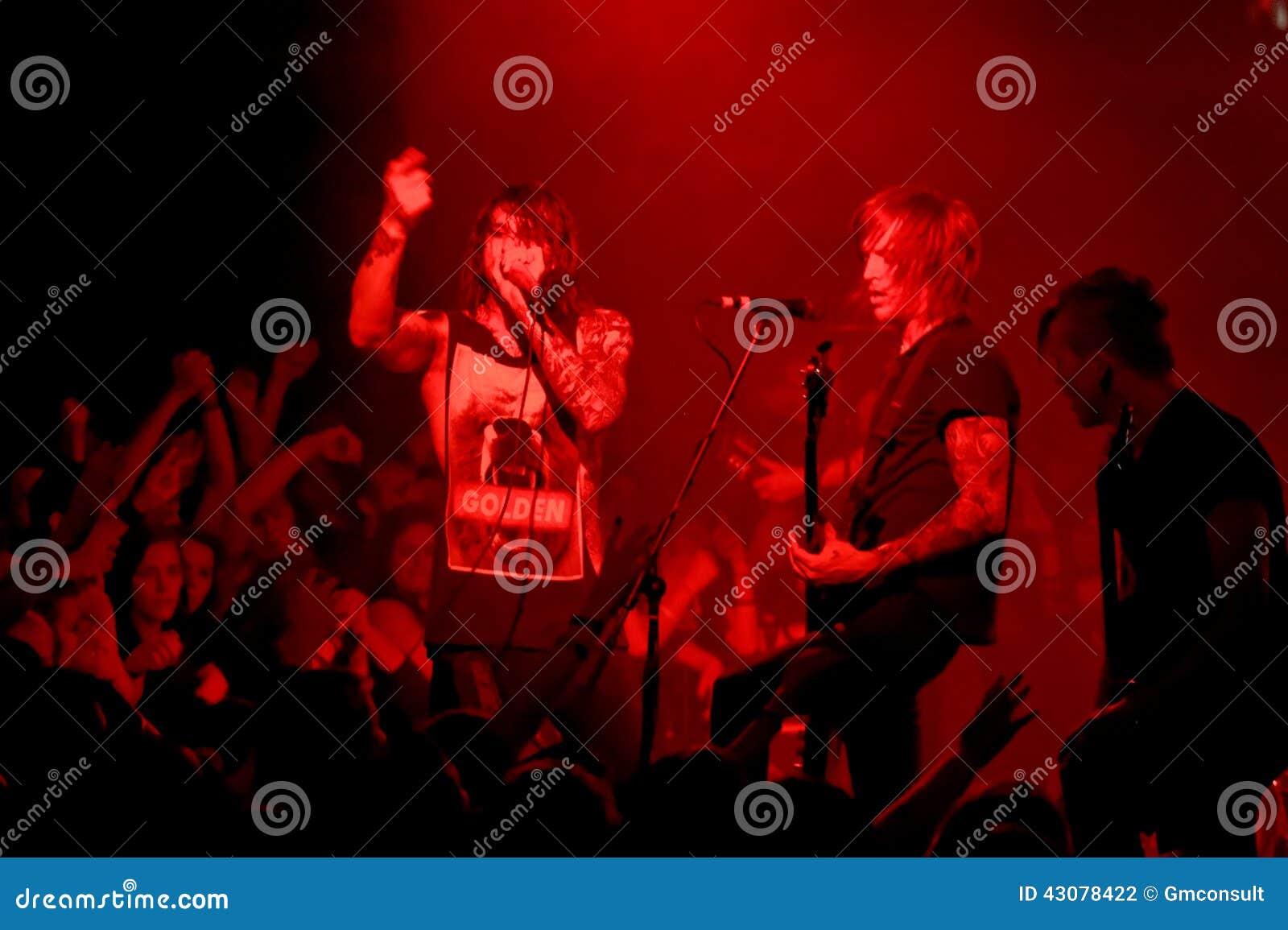 Body hardcore concert weiß