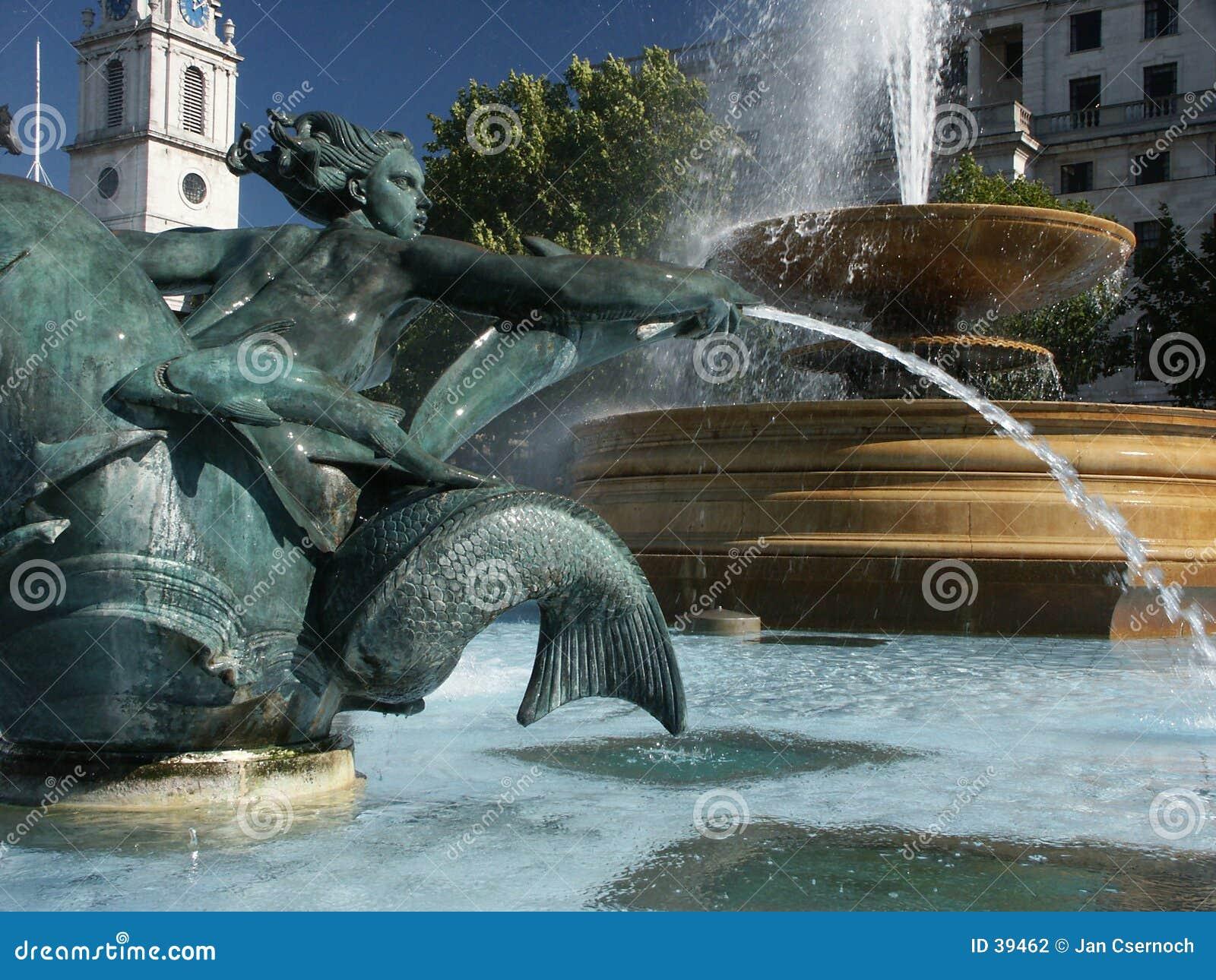 Bliżej trafalgar square, fontanna