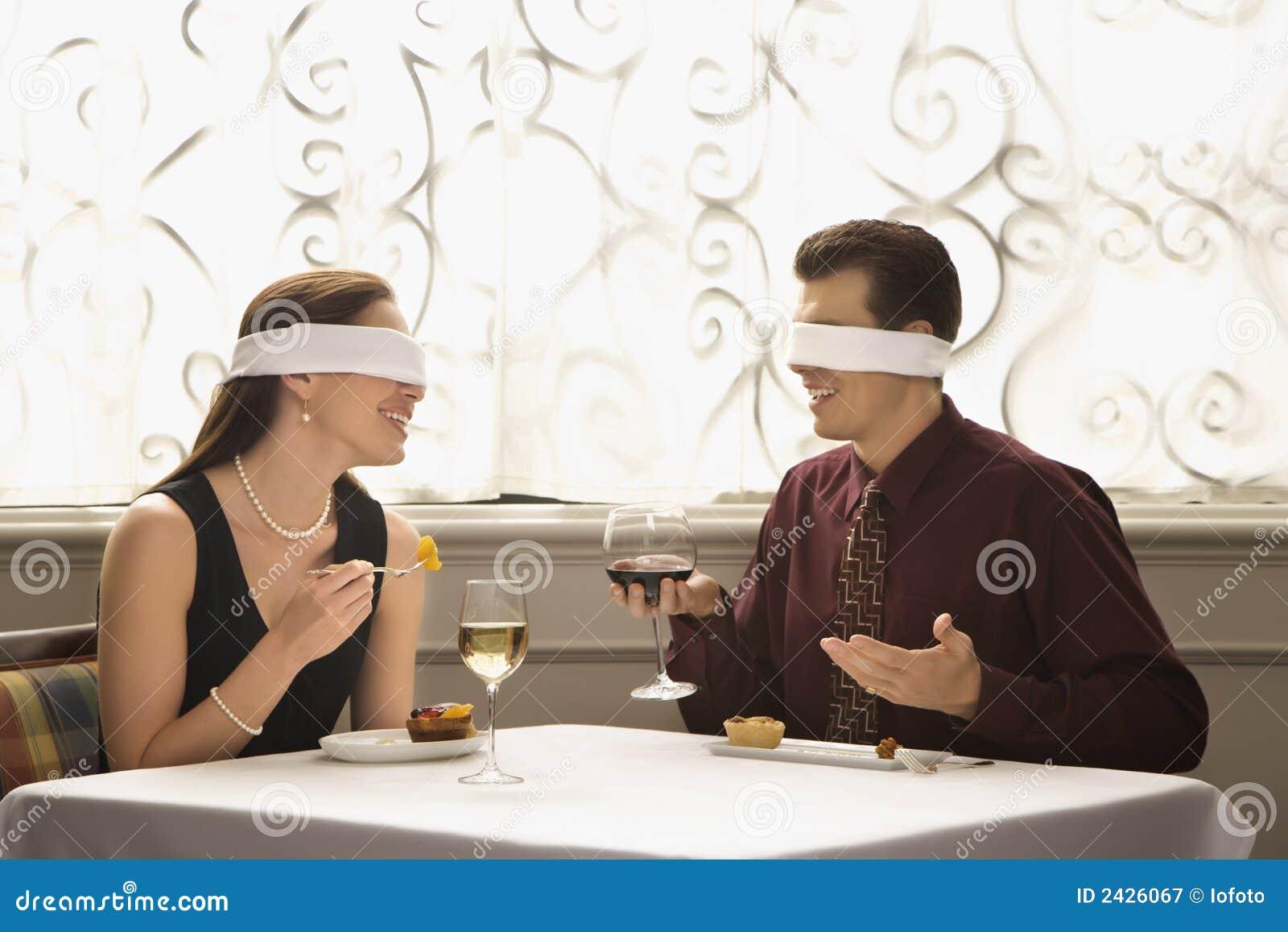 Blind- äta middag för par