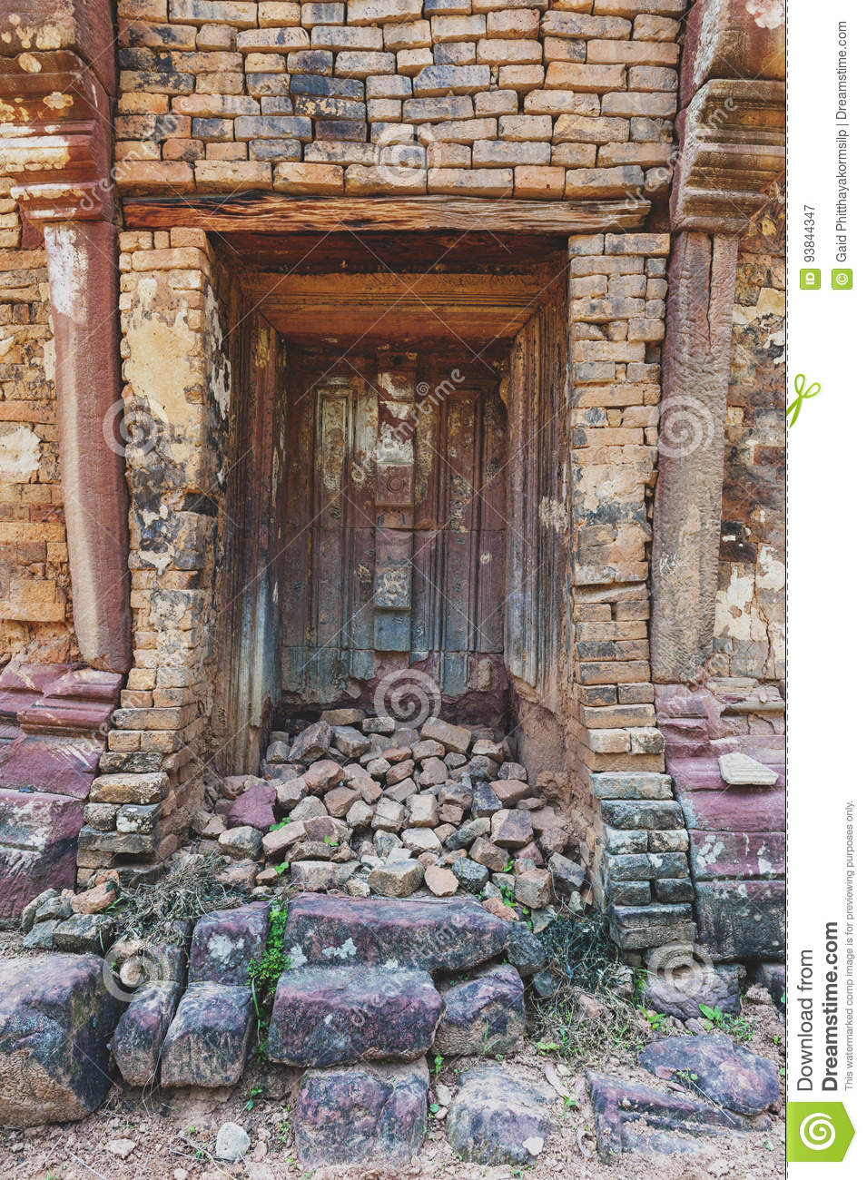 Royalty-Free Stock Photo & Blind Stone Door Flanked By Colonettes At Ku Phra Kona Roi Et ... pezcame.com