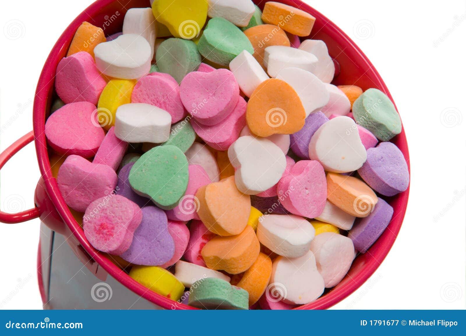 Blisko serca wiadro słodyczami s w walentynki