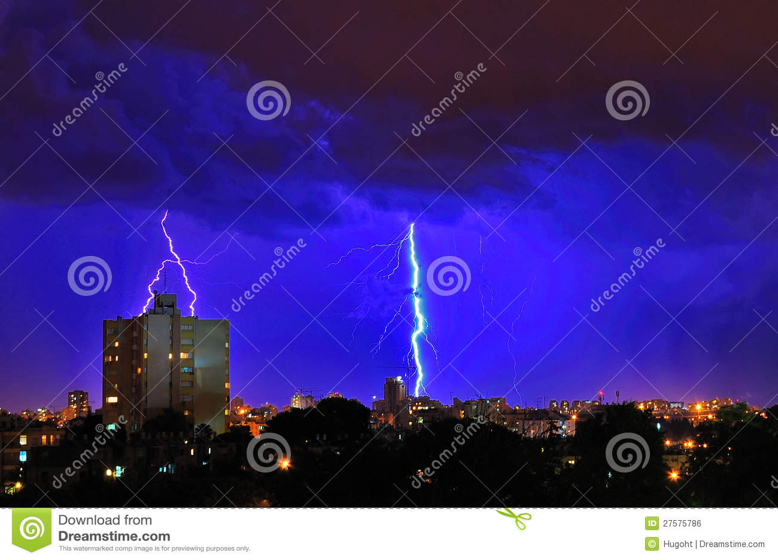 Blixtstorm över stad