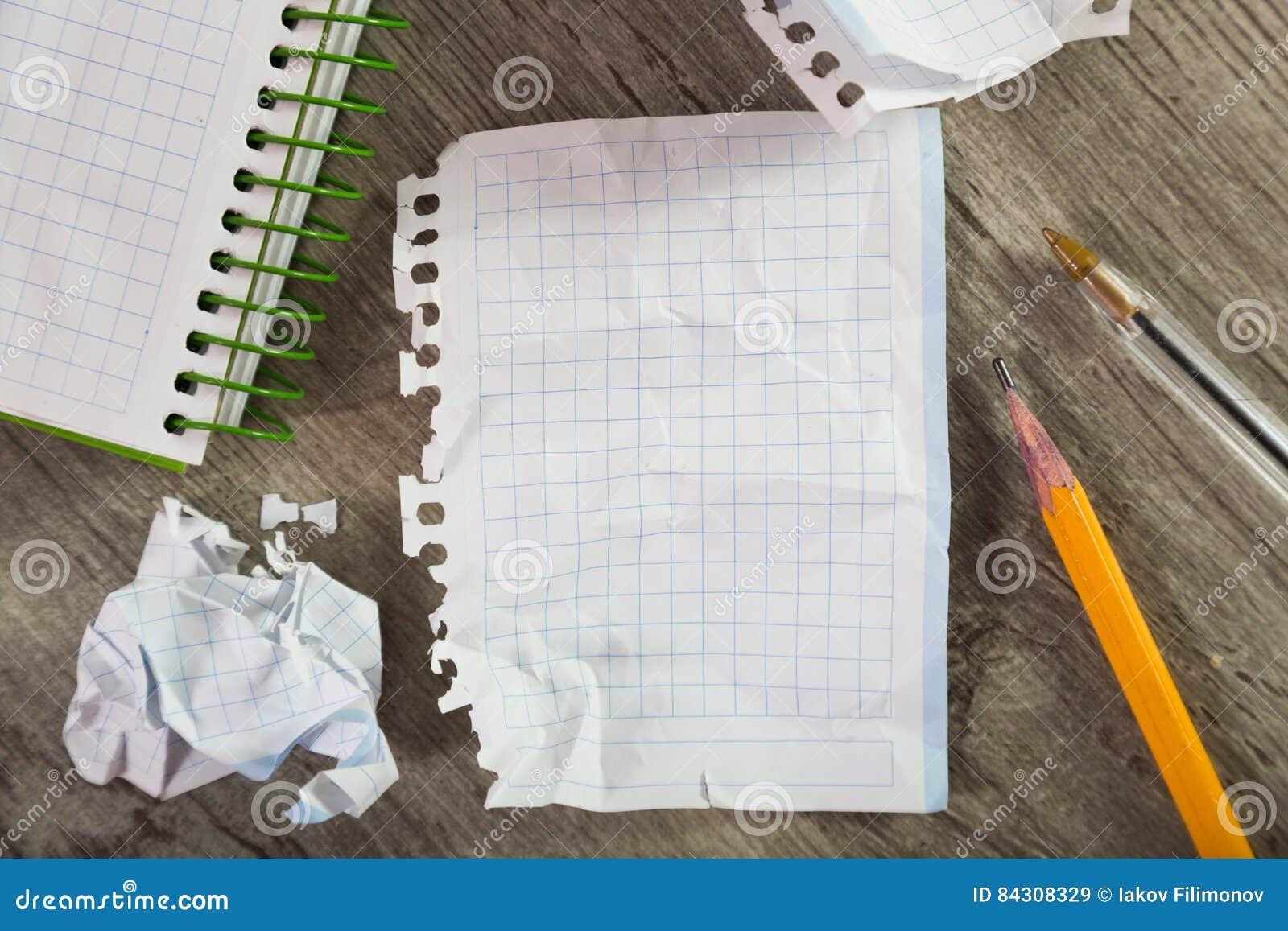 Bloc-notes avec des ustensiles d écriture