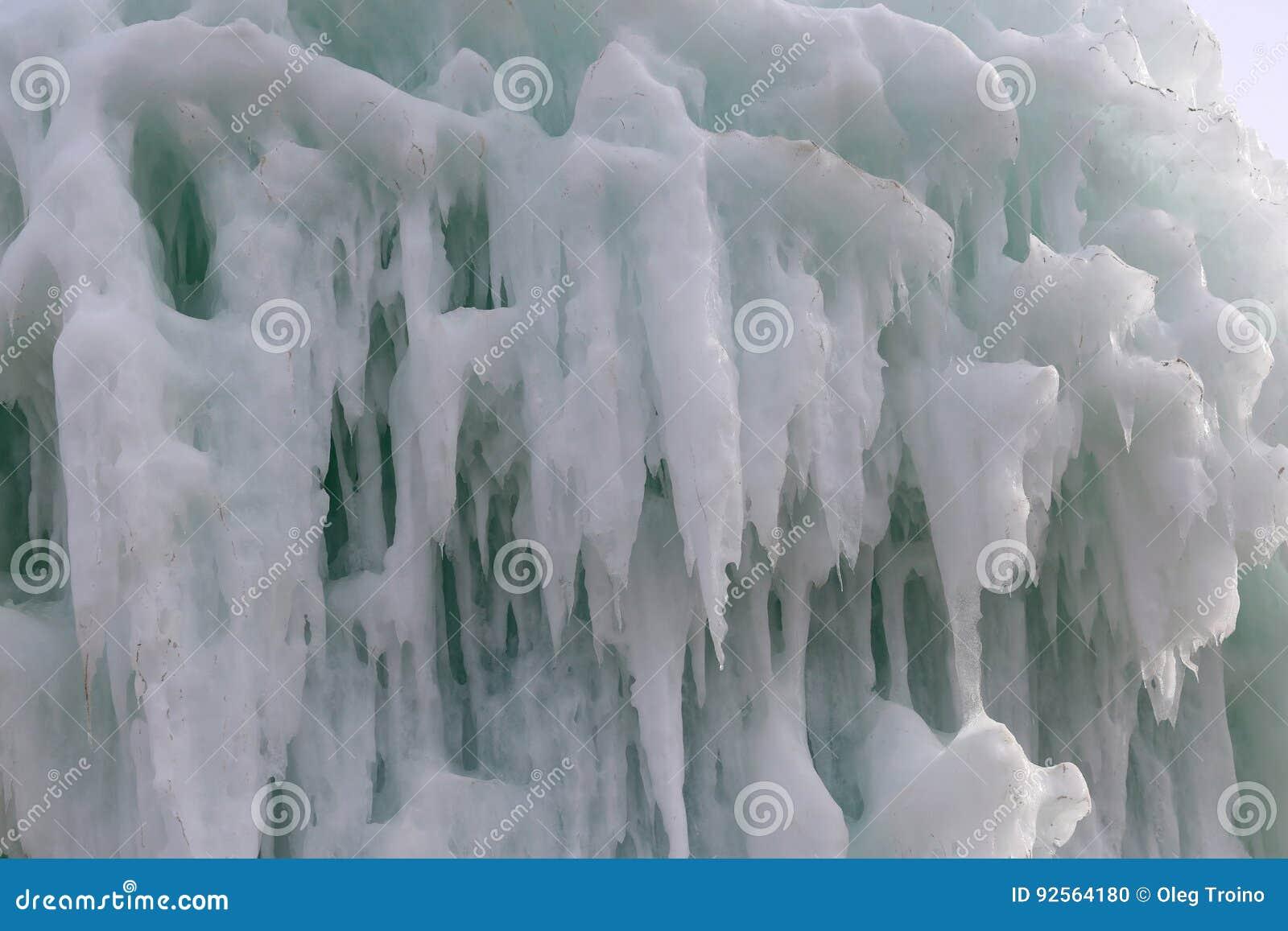 Blocchi congelati di stalattiti dei ghiaccioli del ghiaccio