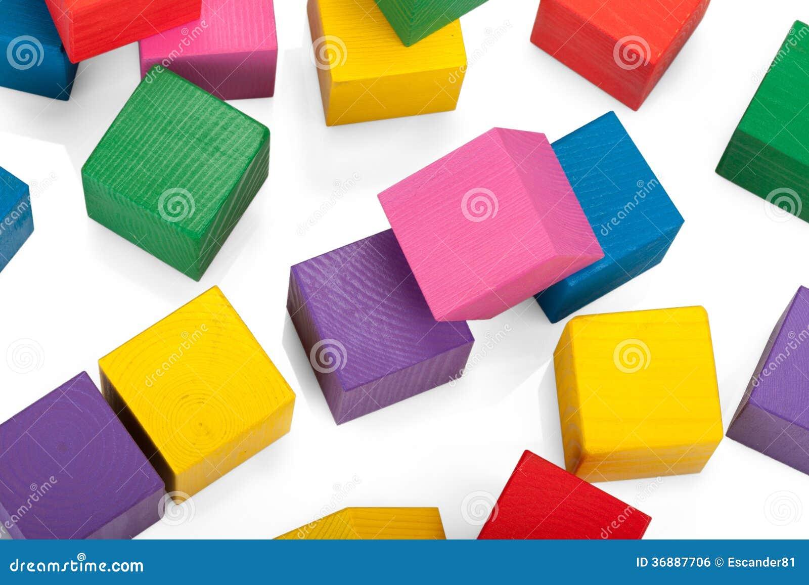 Download Blocchi Di Legno, Pila Di Cubi Variopinti, Il Giocattolo Dei Bambini Isolato Fotografia Stock - Immagine di configurazione, piramide: 36887706