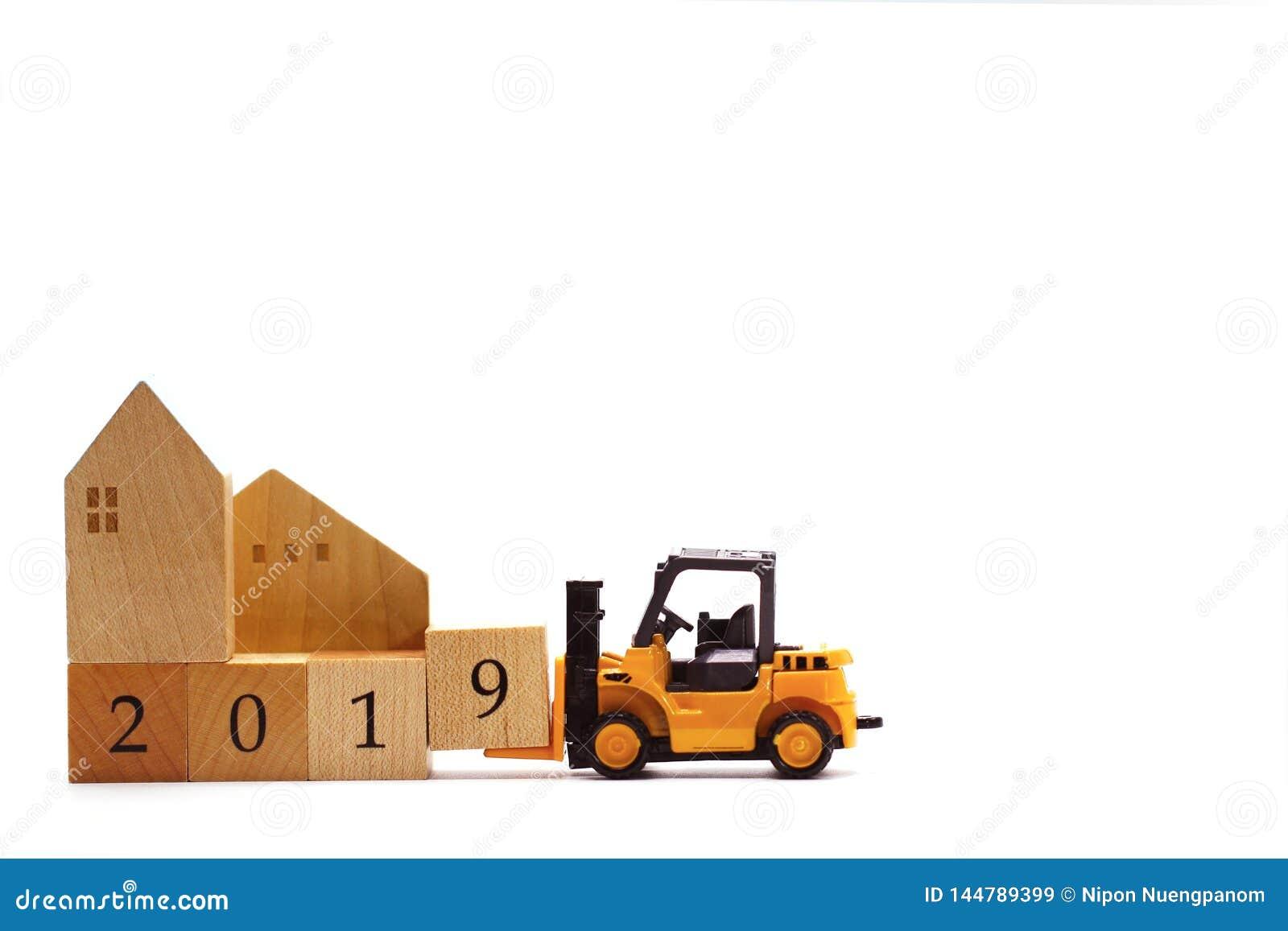 Bloco de madeira n?mero 9 da letra da posse da empilhadeira do brinquedo para terminar o ano 2019