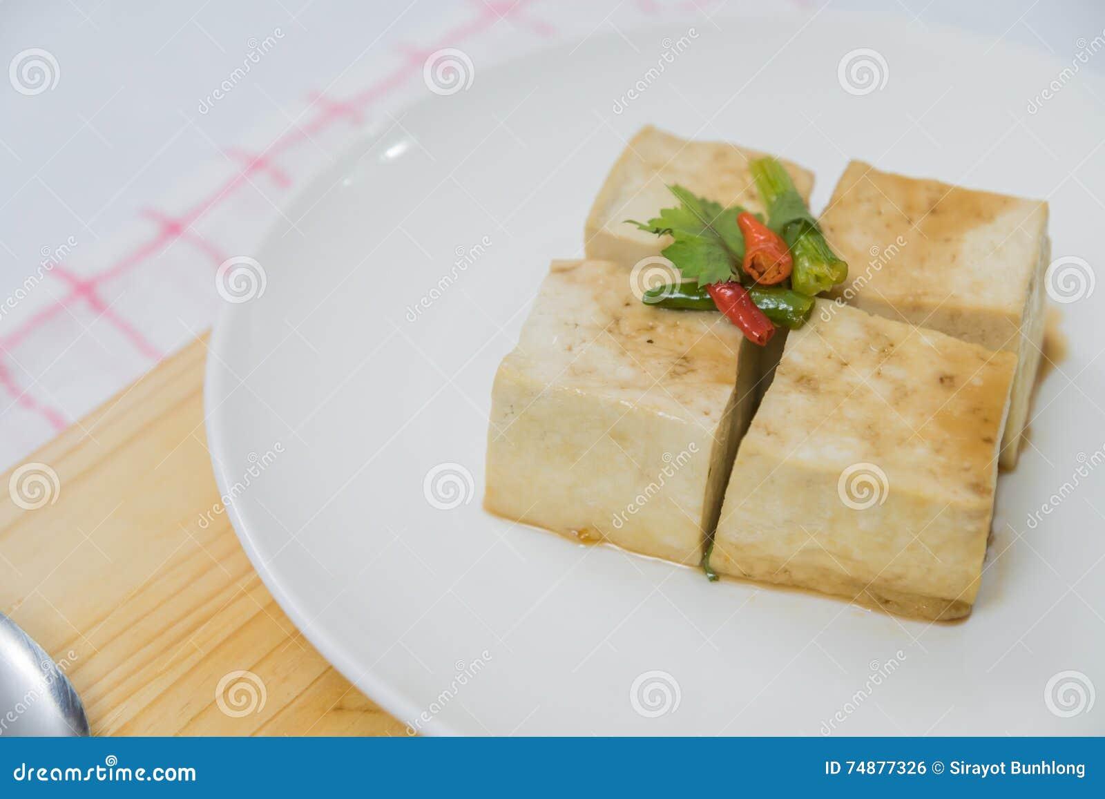 Bloco de Tofu e de placa de desbastamento com pimentão e gengibre