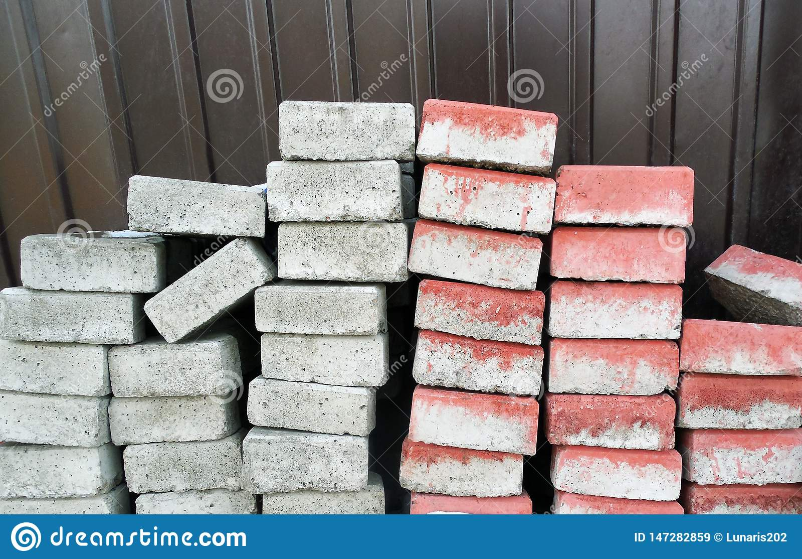 Blocos de cimento um o grupo do dobrado