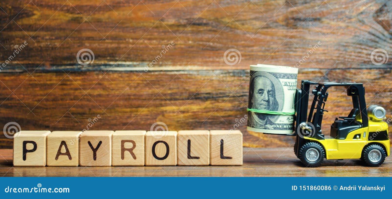 Blocos de madeira com a folha de pagamento da palavra, dinheiro e uma empilhadeira A folha de pagamento é o total de soma de toda