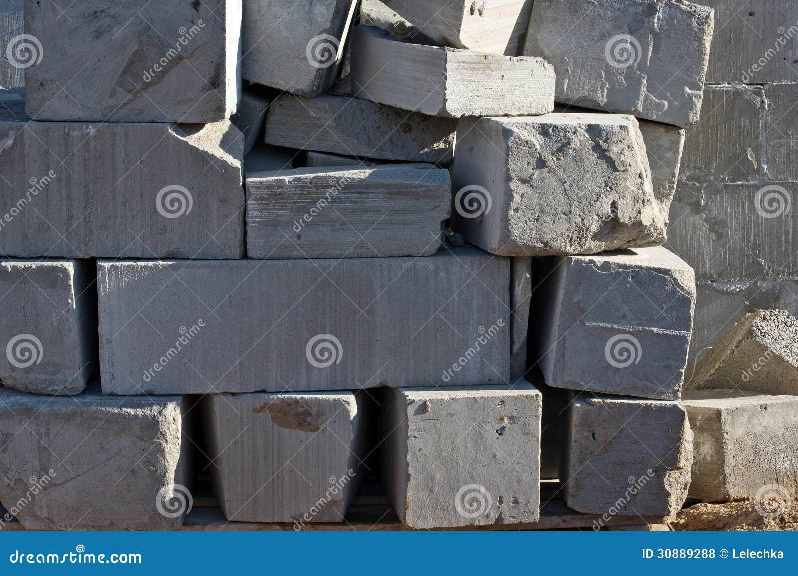 Blocs de ciment de mousse photos libres de droits image for Pour construire une maison