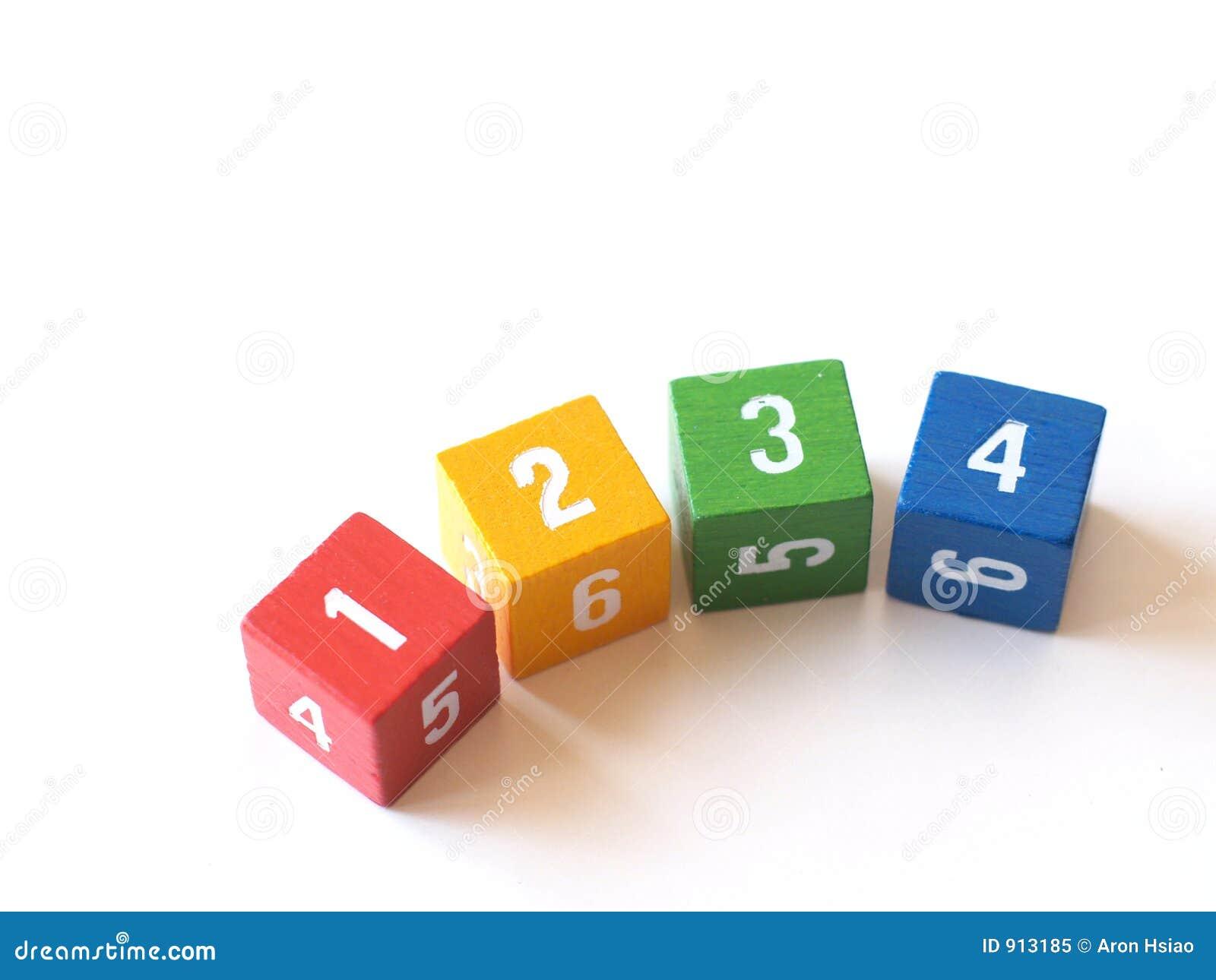 Blocs numérotés colorés pour apprendre (i)