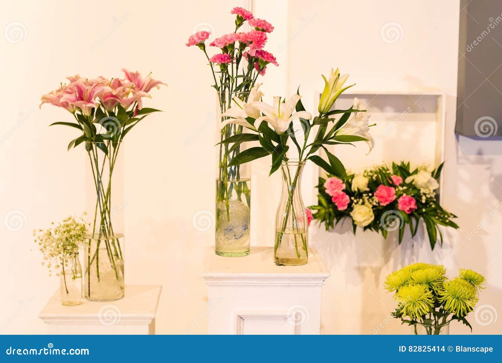 Bloem In Glaspot Voor Huwelijksbinnenland Stock Foto Afbeelding