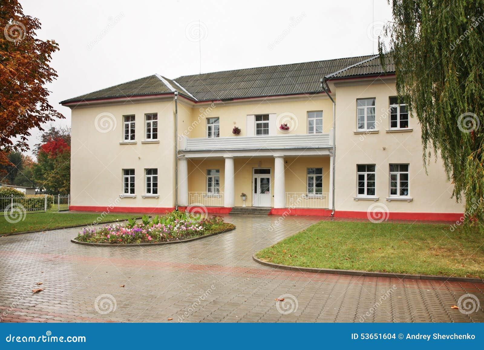 Bloembed op vierkant in Baranovichi wit-rusland