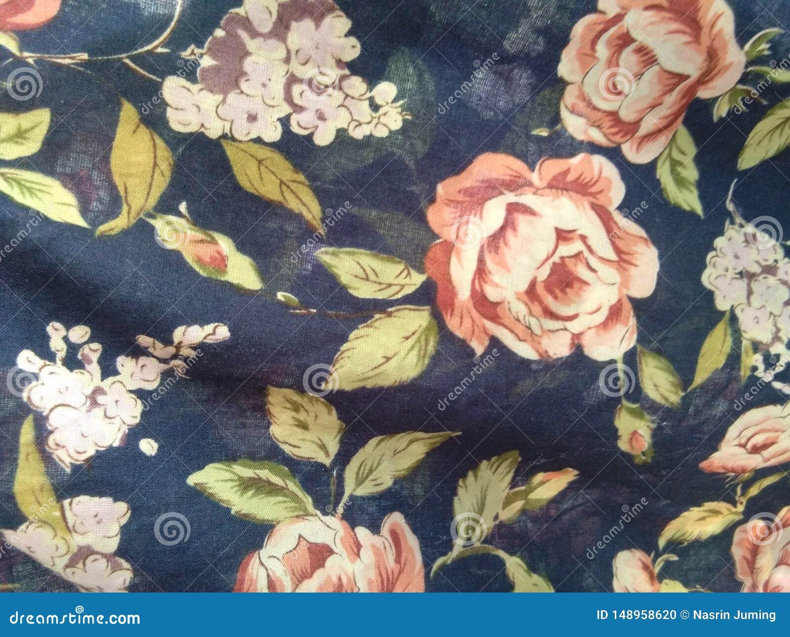 Bloemen op behang