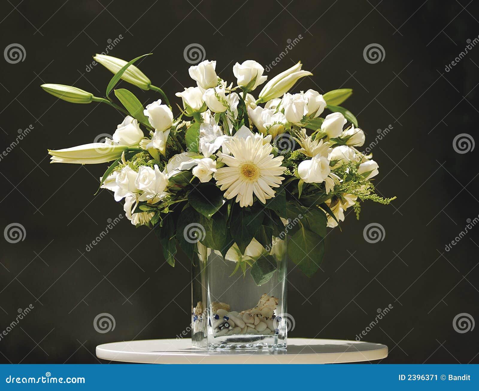 bloemen in vaas stock afbeelding afbeelding 2396371. Black Bedroom Furniture Sets. Home Design Ideas