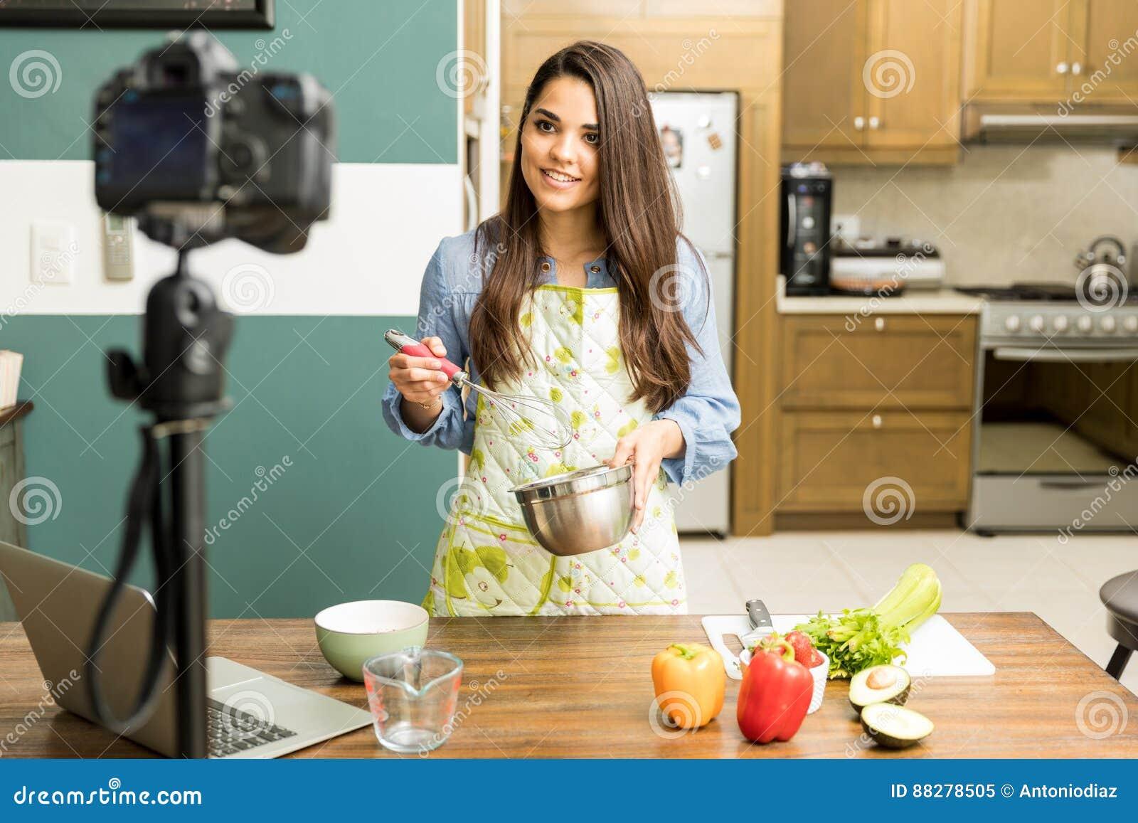 Blogger do alimento que grava um vídeo