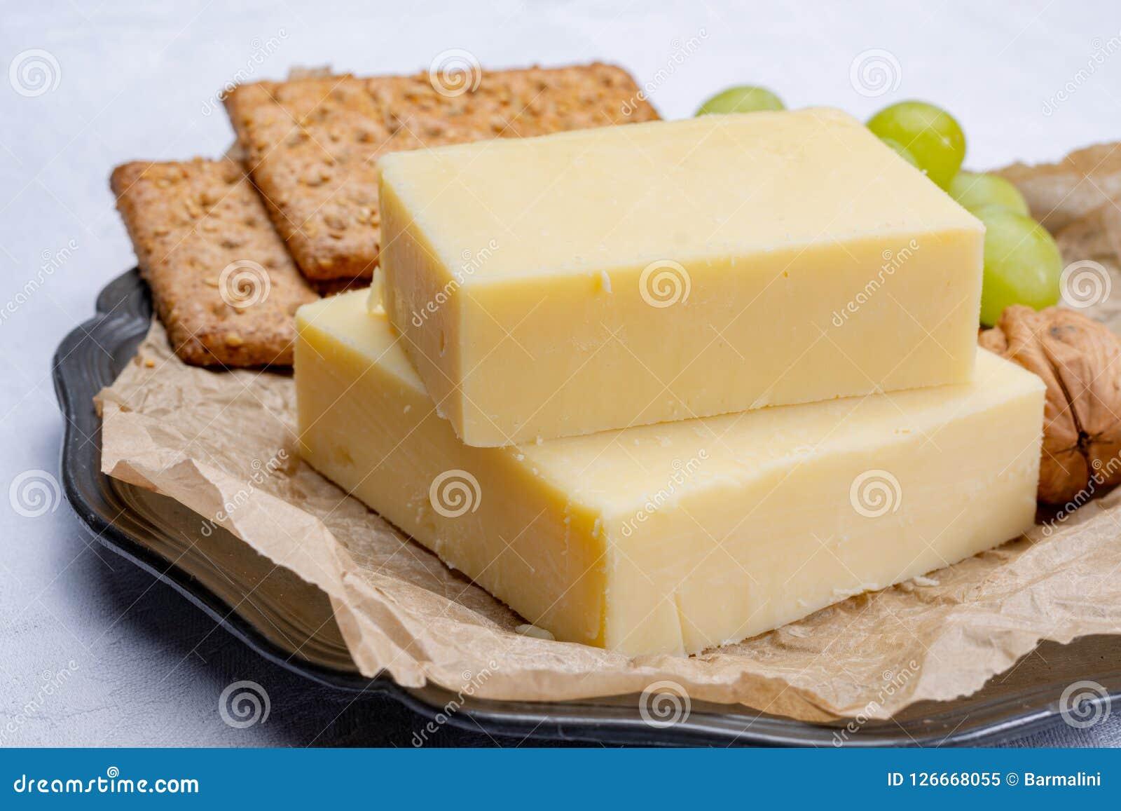 Blok starzejący się cheddaru ser popularny typ ser wewnątrz