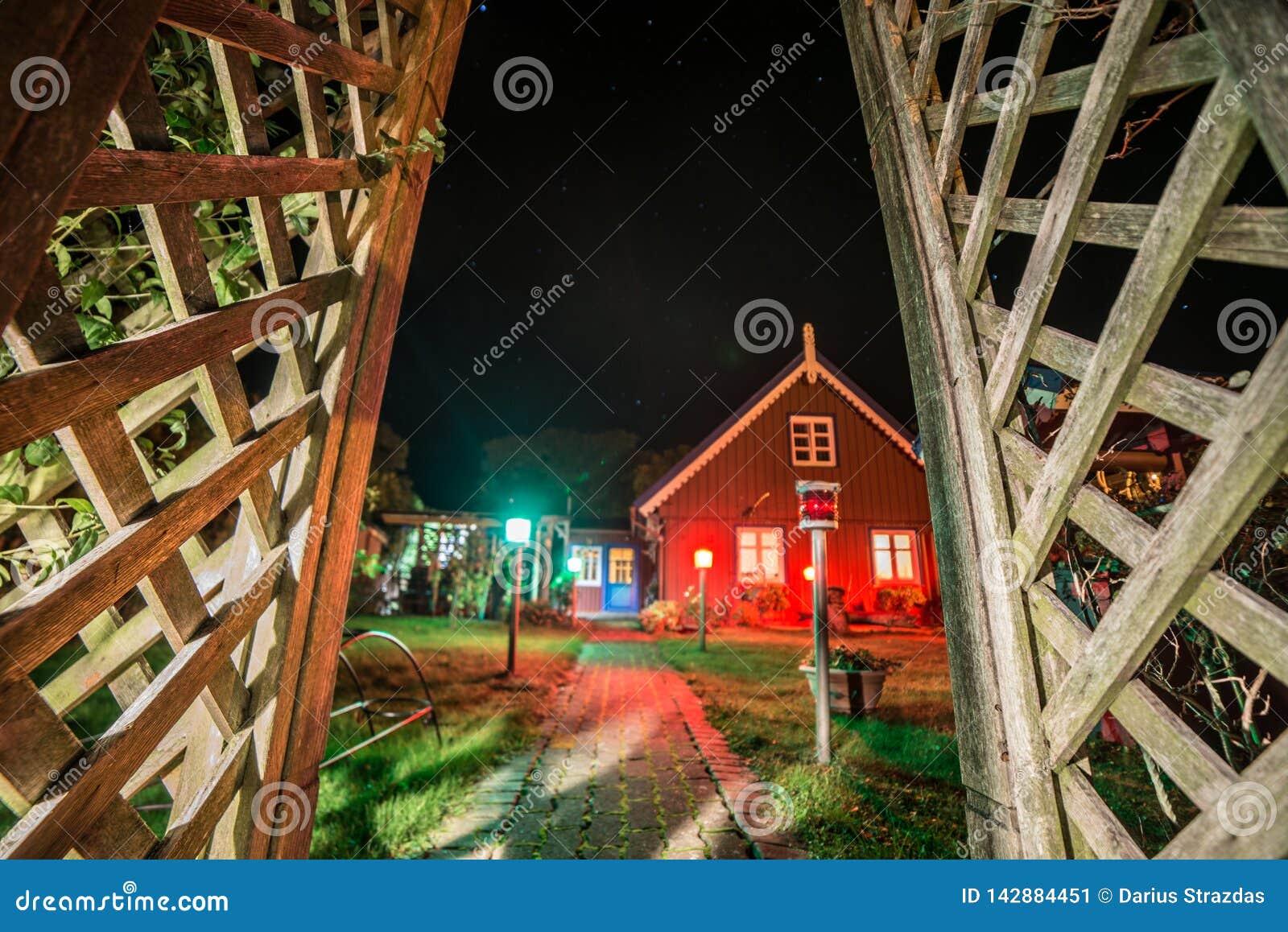 Blokhuis bij nacht in Nida