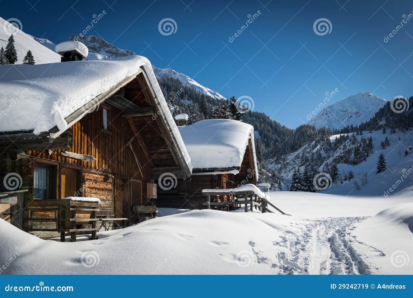 Blokhuizen in oostenrijkse lechtal bergen stock afbeelding for Cabine vicino montagna di sangue