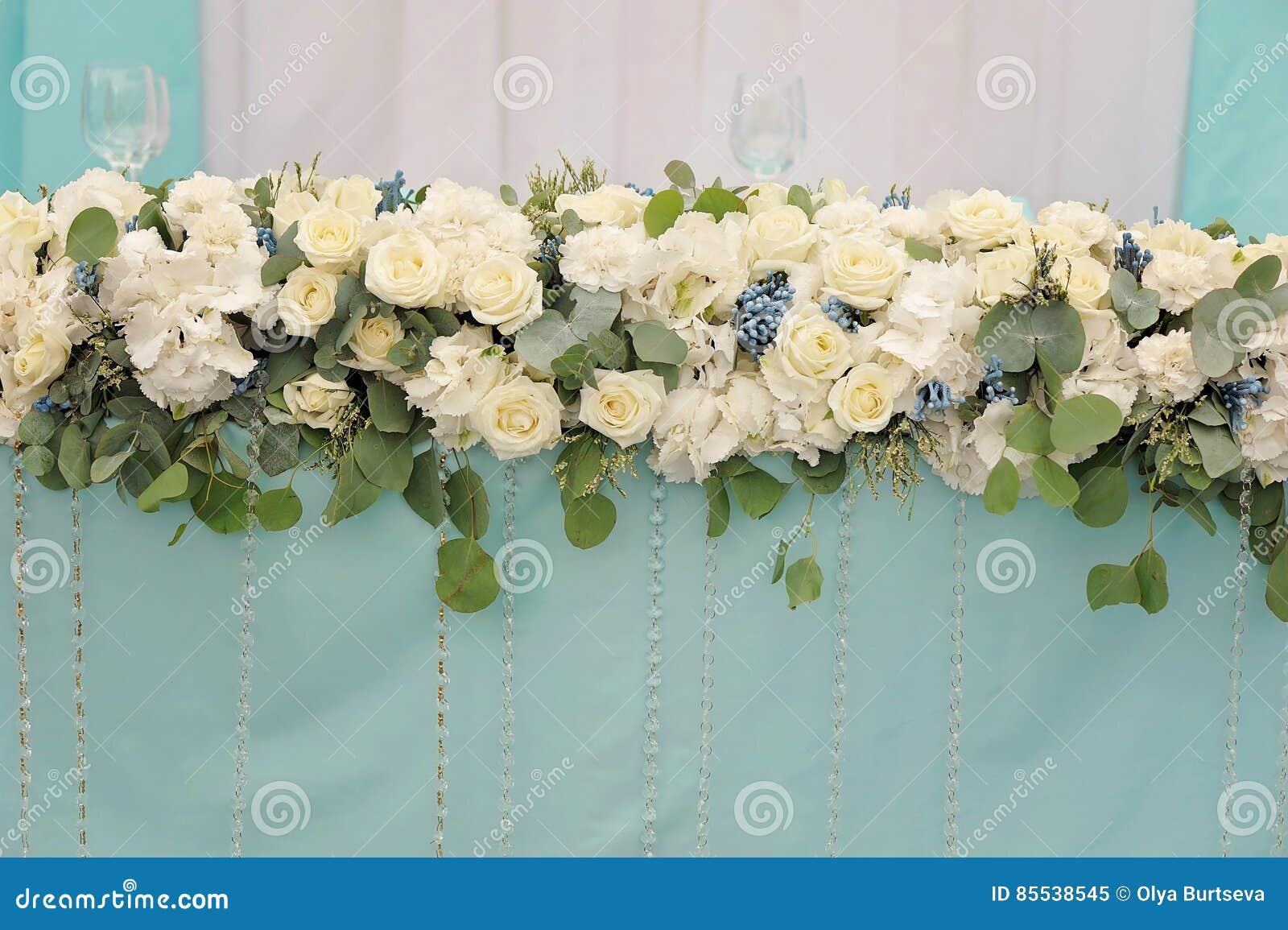 Blommar att dekorera av brölloptabellen, closeup