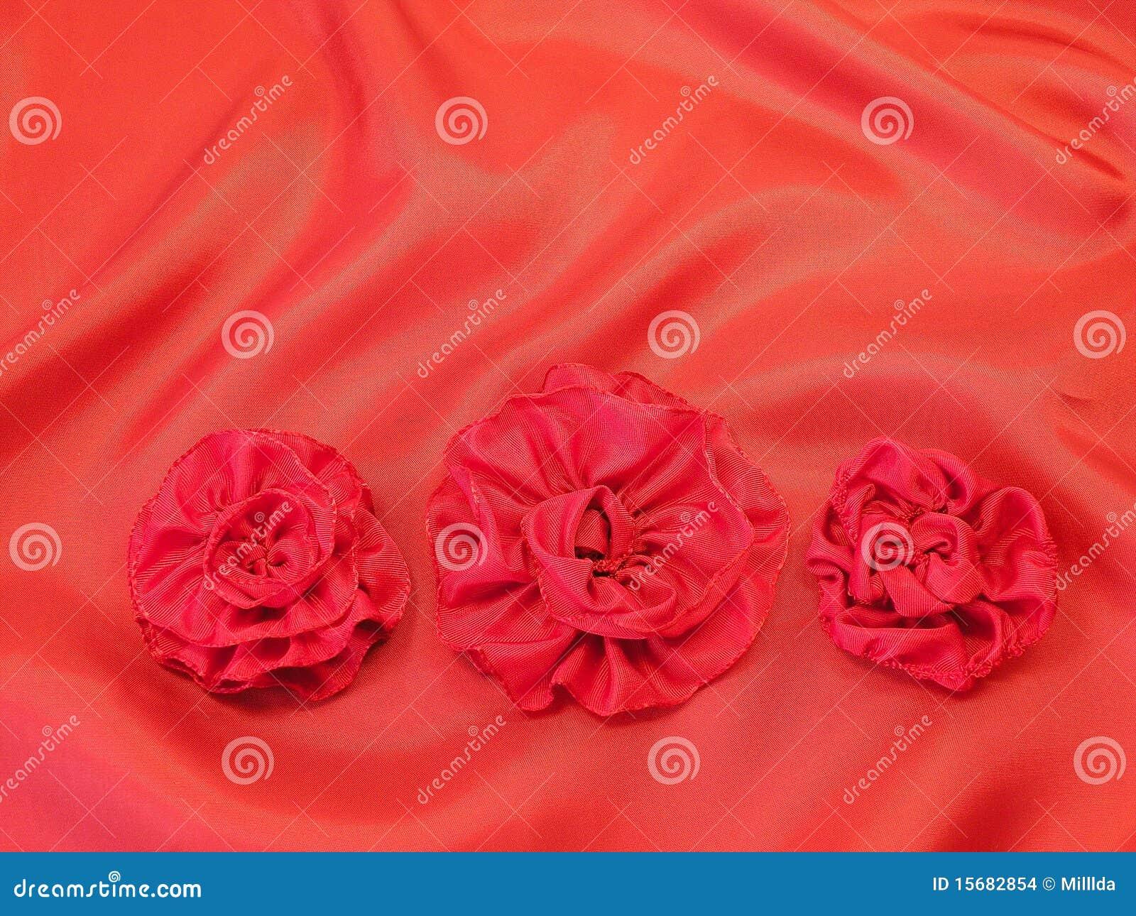 Blommar röd satäng