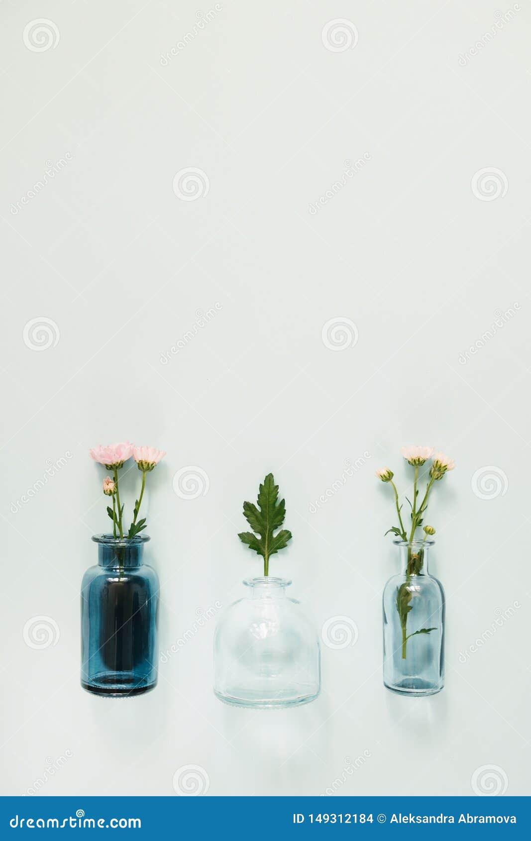 Blommor i glass vaser