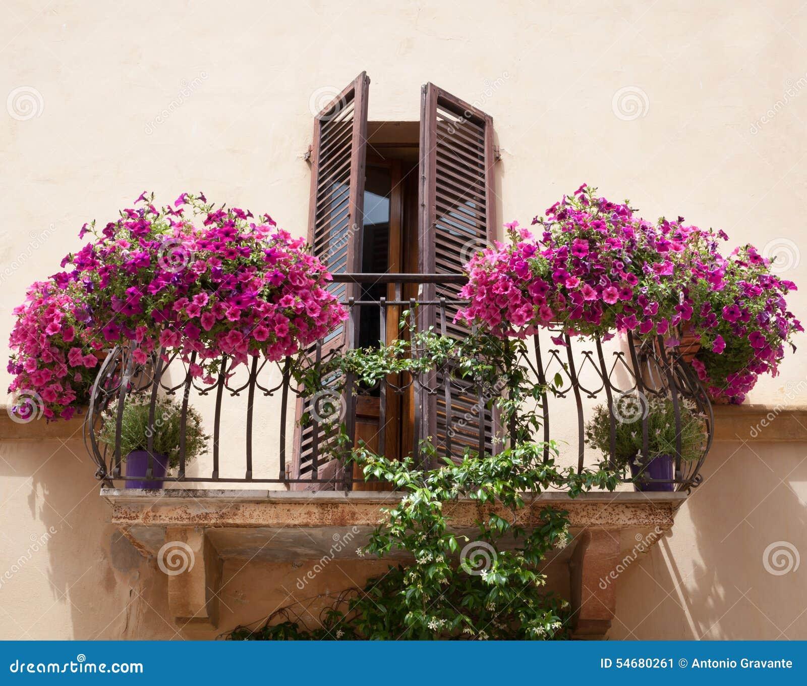 blommor på balkong
